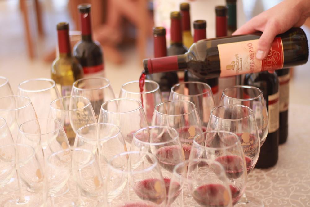 Дегустация крымских вин для гостей отеля