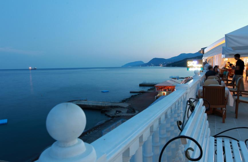 """Вид на море из """"SKY-lounge"""" - вечер..."""