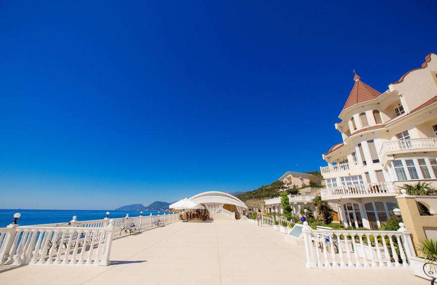 Вот такой красивый вид на море открывается с террасы нашего отеля