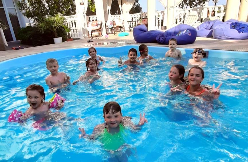 Всем водным гимнастам - спортивный привет!